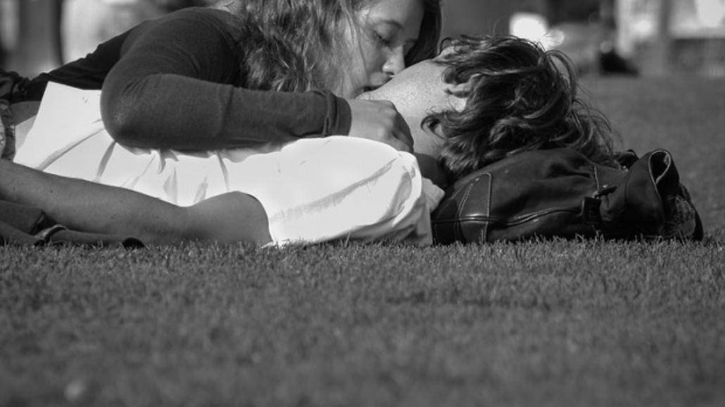 Jak się całować? Poznaj rodzaje pocałunków