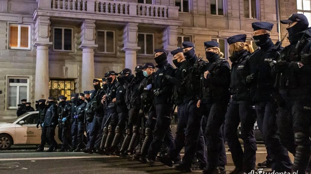 Policja komentuje sprawę pobicia protestującej kobiety w Głogowie