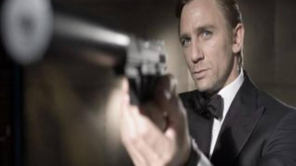 Zobacz teledysk do Bonda