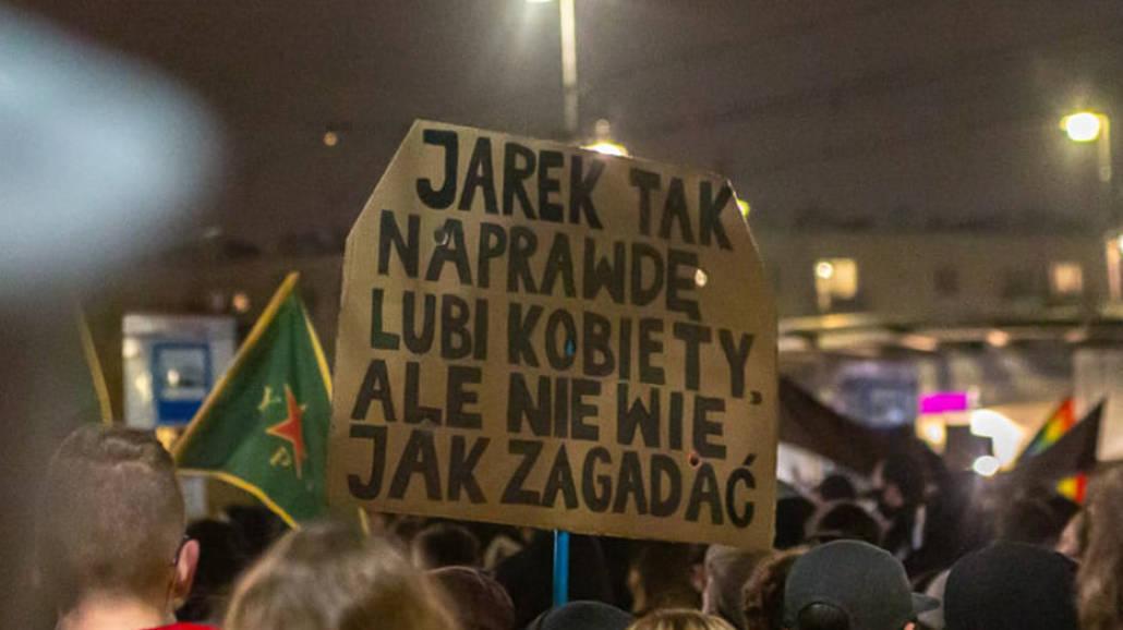 Protest kobiet - pomysłowe transparenty