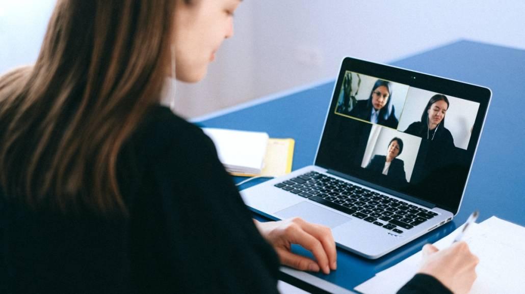 Jak wygląda obrona pracy dyplomowej w trybie zdalnym?