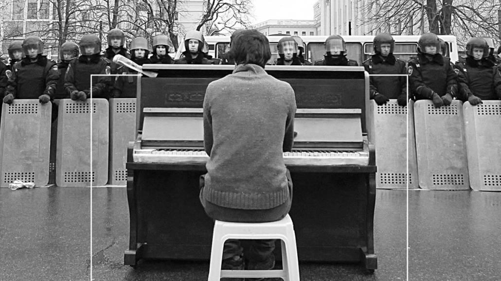 """Premiera ksiÄ…Åźki """"ChÅ'opak z pianinem. O sztuce i wojnie na Ukrainie."""""""
