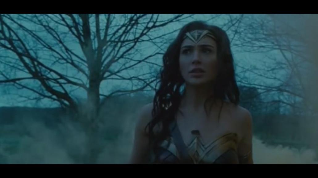 """Waleczna Gal Gadot w pierwszym spojrzeniu na """"Wonder Woman"""" [WIDEO]"""