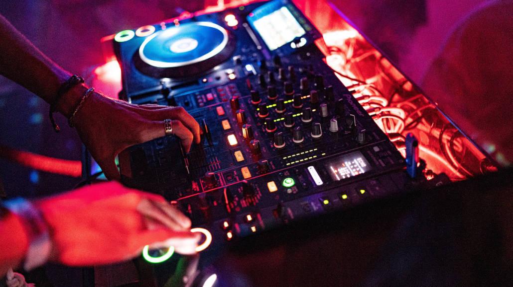 weselu z DJ-em