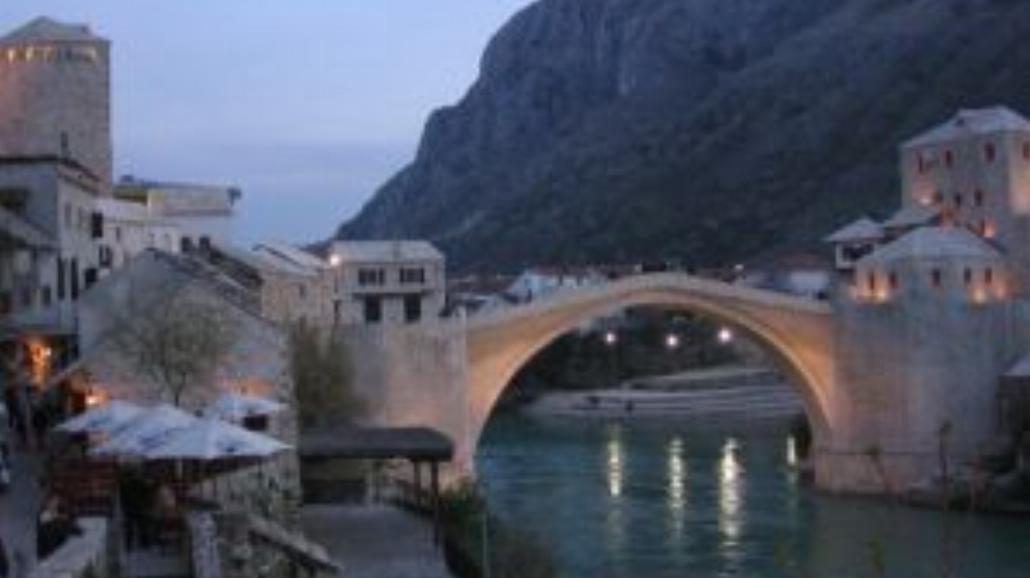 Mosty miast przepaści