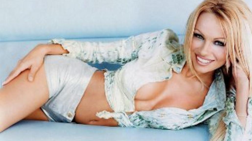 To nie żart! Pamela Anderson zagra Maryję Dziewicę