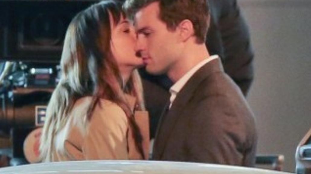 """""""50 twarzy Greya"""" - zobacz pocałunek bohaterów"""