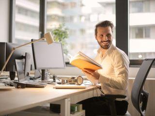 Tych 5 rzeczy nigdy nie rób w pracy! - praca, kariera, zachowanie w pracy, pracownik