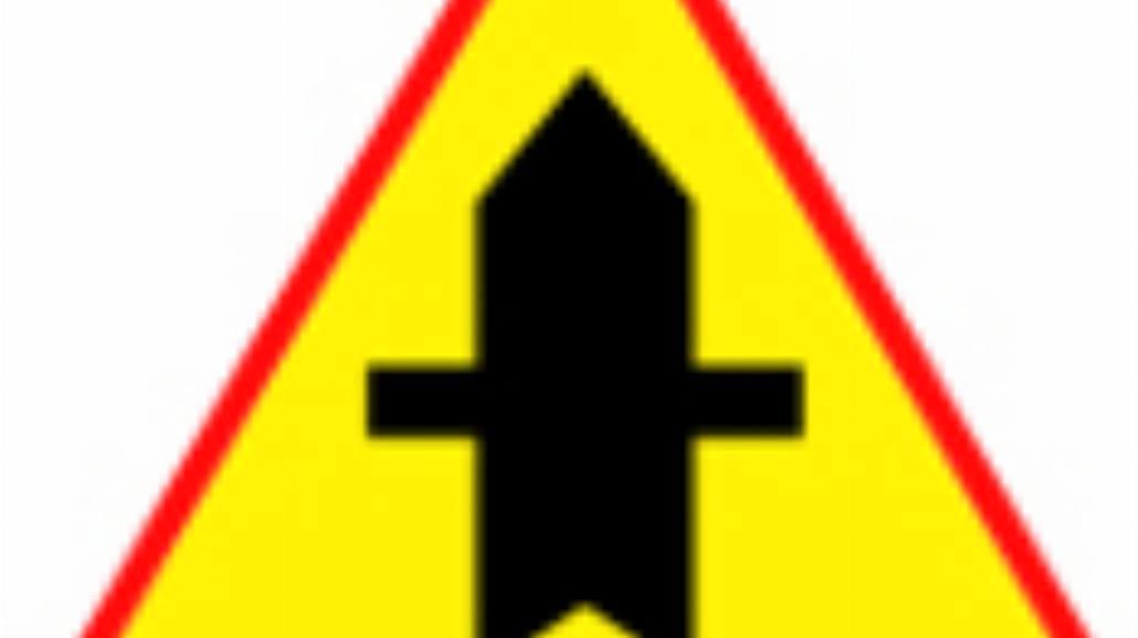 """A-6a """"skrzyżowanie z drogą podporządkowaną występu"""