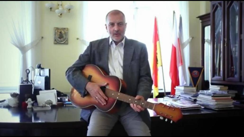 Rafał Dutkiewicz zaprasza na Gitarowy Rekord Guinnessa [WIDEO]
