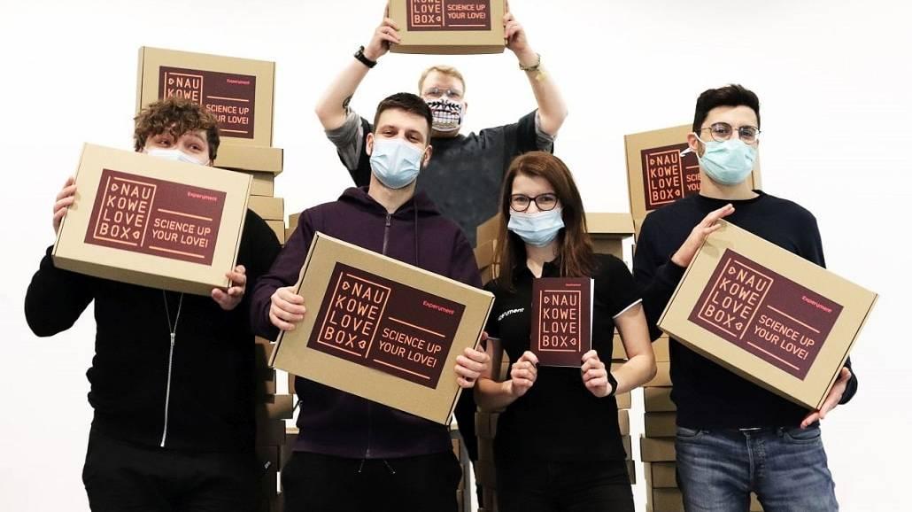 NaukoweLove BOX od Centrum Nauki Experyment w Gdyni