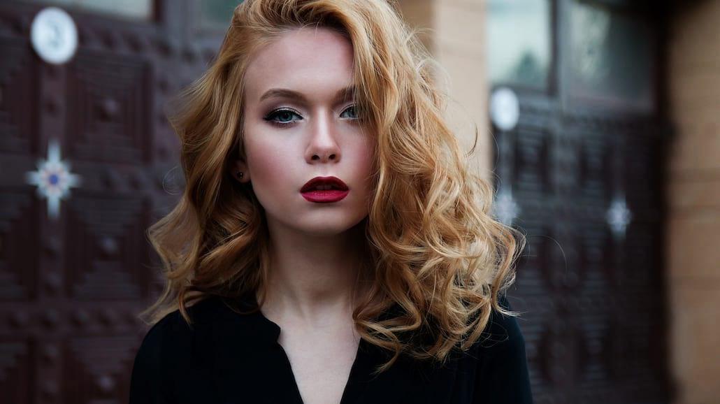 Triki, które sprawią, że makijaż przetrwa całą noc