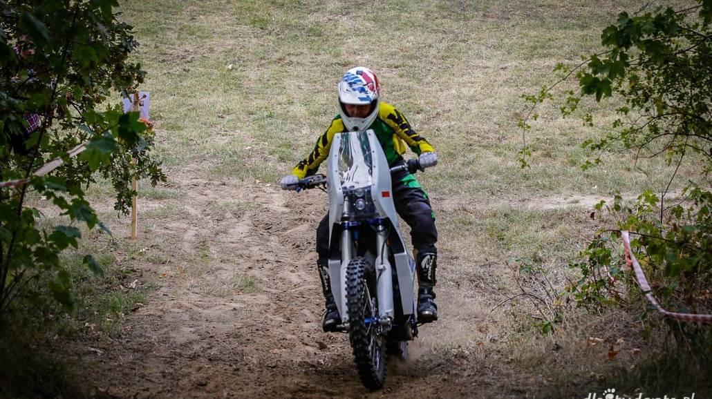 Zobacz zdjęcia z przebiegu zawodÃłw motocykli elektrycznych!
