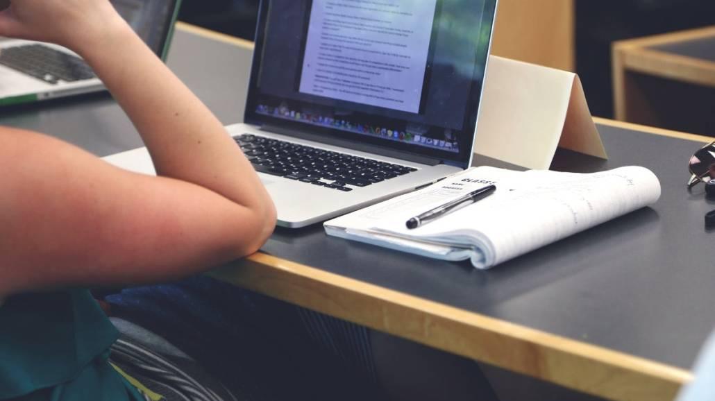 Tanie laptopy dla studentÃłw – sprawdź najnowsze promocje