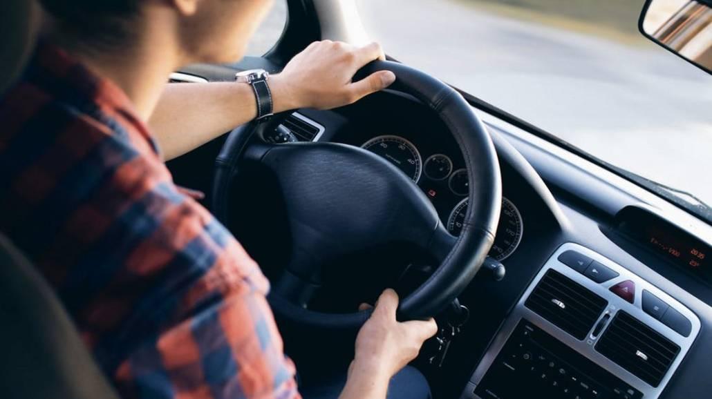 Poznaj sposoby na zwalczenie senności podczas jazdy samochodem.
