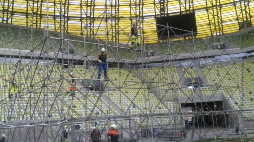 Ruszyła budowa sceny przed koncertem J.Lo