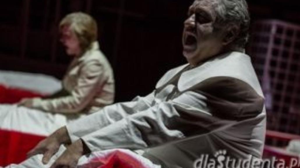 Zamordował rodzinę, trafi na deski teatru