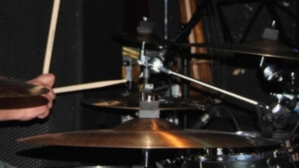 Hurt szuka perkusisty!