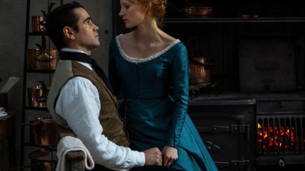 """Erotyczna """"Panna Julia"""". Oto Jessica Chastain i Colin Farrell na zdjęciach z filmu [FOTO]"""