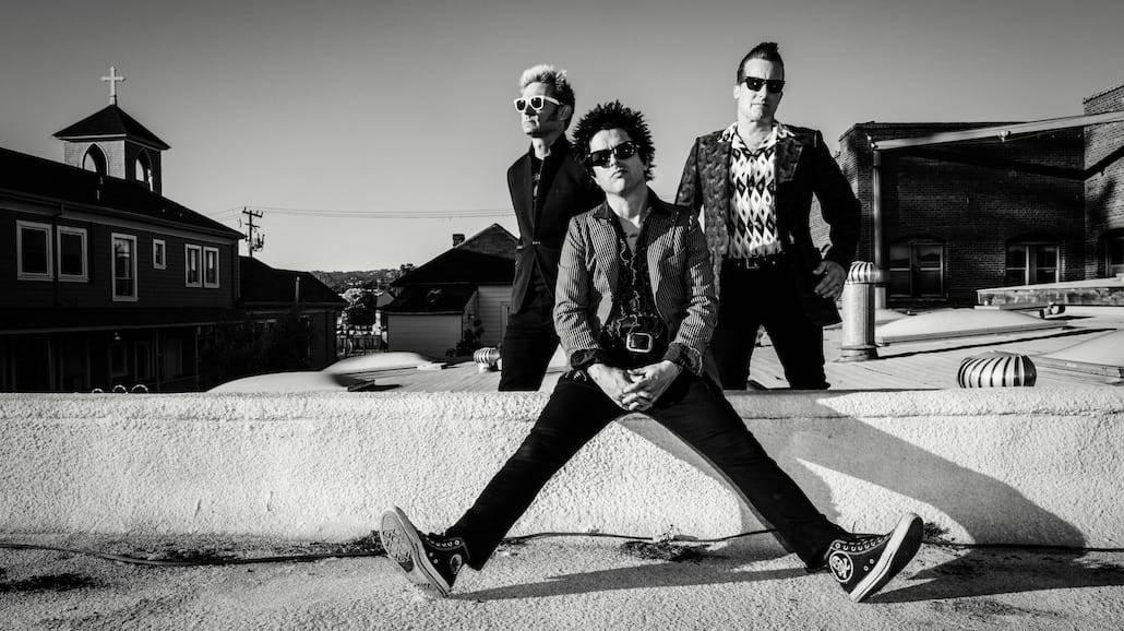 """Green Day jak w filmie z Keanu Reevesem. Zobacz teledysk """"Bang Bang"""" [WIDEO]"""