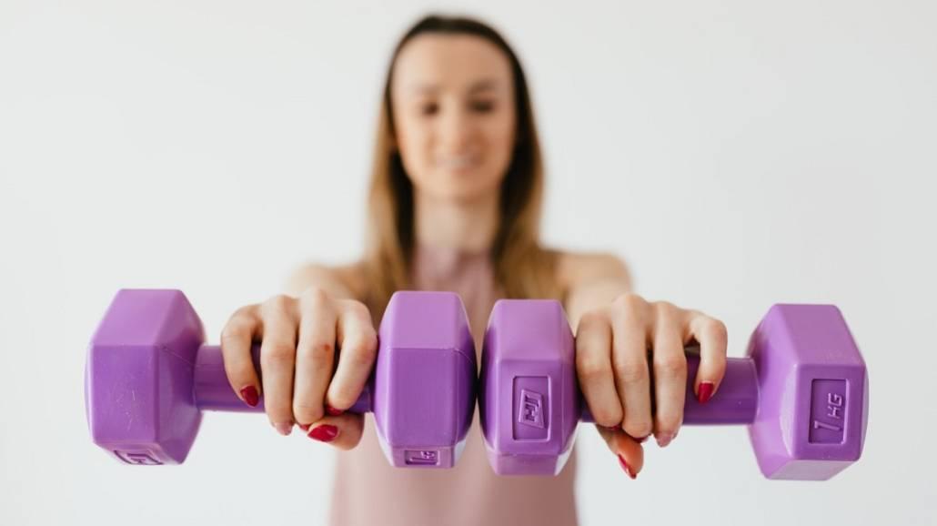 trening w domu a na siłowni