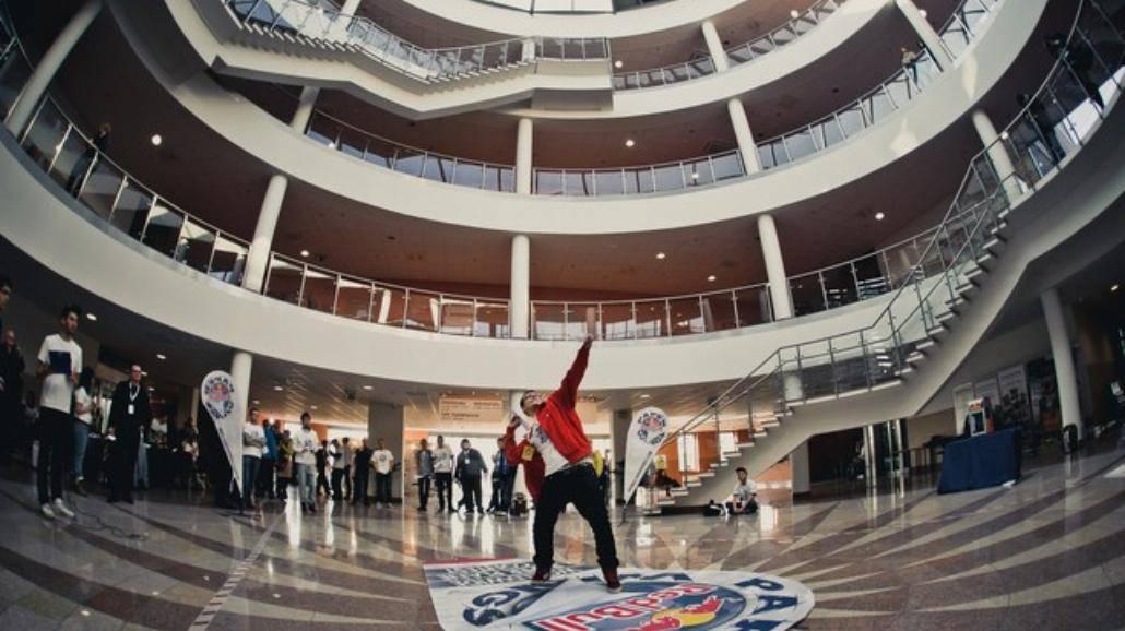 Red Bull Paper Wings - studenckie zawody samolotów z papieru