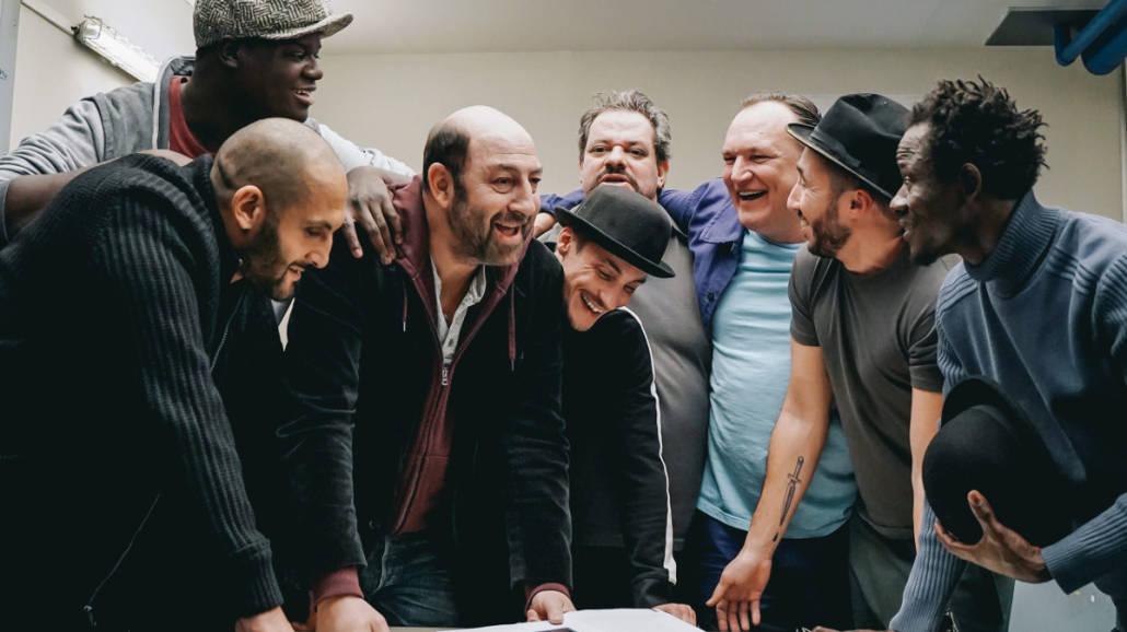 """""""Komedianci debiutanci"""" - film na faktach o teatrze w więzieniu wkrótce w kinach [WIDEO] - premiera, w Polsce, zwiastun, 2021, prawdziwa historia, film o więzieniu"""