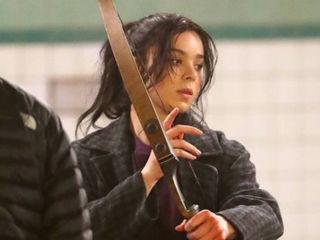 Hailee Steinfeld oficjalnie gra Kate Bishop w uniwersum Marvela [FOTO] - Hawkeye, serial, MCU, kim jest, role, aktorka, obsada, 2020, 2021
