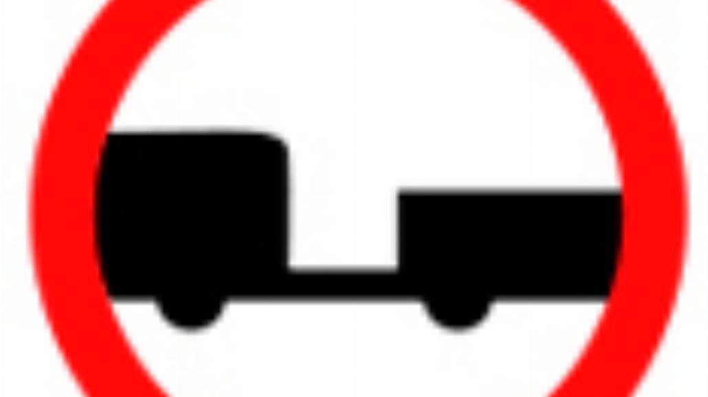 """B-7 """"zakaz wjazdu pojazdów silnikowych z przyczepą"""