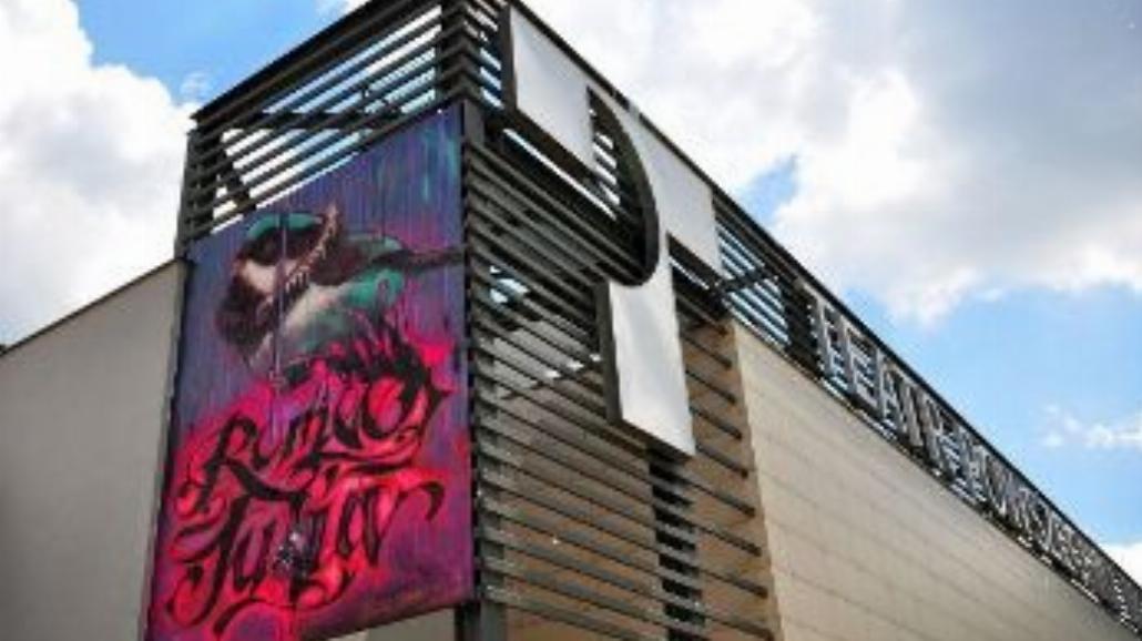 Mural na Teatrze Powszechnym w Warszawie [FOTO]
