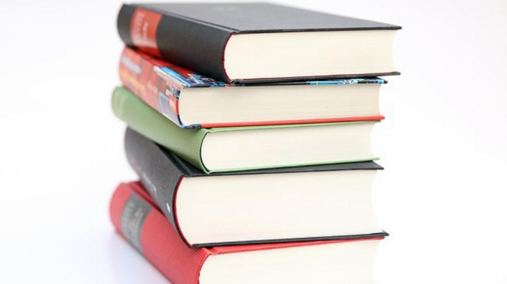 Ceny książek będą niższe. Nowa ustawa zakończy wojny cenowe [WIDEO]