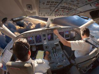 Pilot ze znajomością prawa to przyszłościowy zawód - Ciekawe studia, przyszłościowe kierunki, jak zostać pilotem, 2019/2020, kursy pilotażu