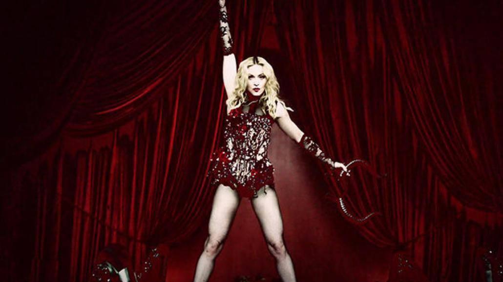 Madonna spadła ze sceny podczas występu na Brit Awards 2015 [WIDEO]