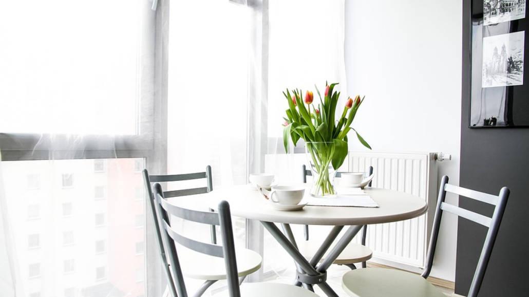 Zmień mieszkanie na wiosnę - pomysły na dekoracje