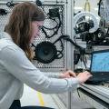 Najbardziej poszukiwani inżynierowie na rynku pracy w 2021 roku [Prognoza eksperta] - w Polsce, oferty pracy, e-commerce, branża IT