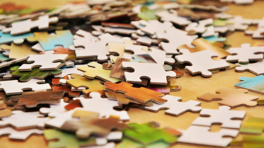 puzzle zabawa w domu