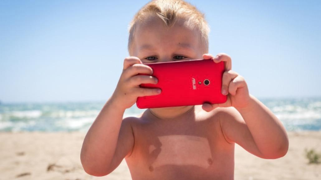 Piasek, woda, dzieci - jak skutecznie zabezpieczyć telefon?