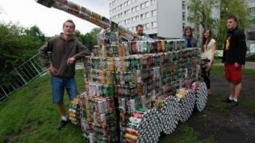 Juwenalia: zbudują budowlę z puszek po piwie