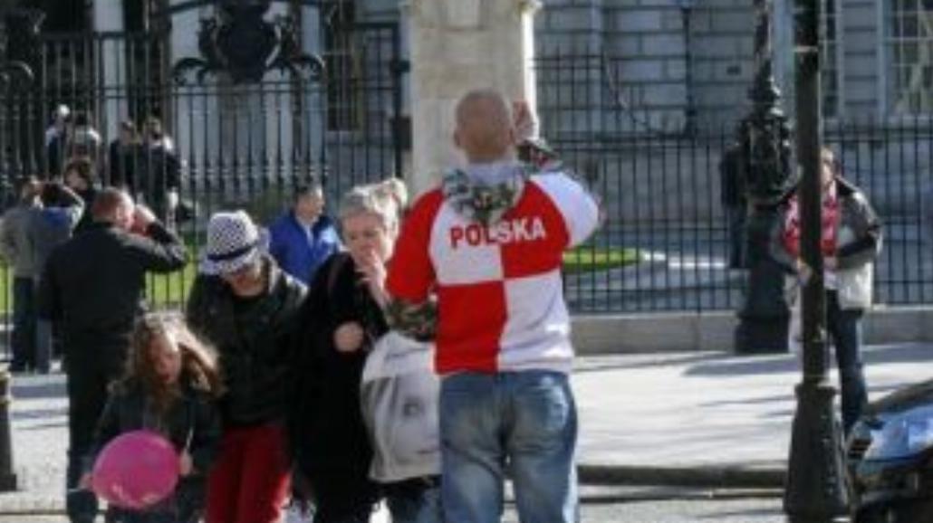 Polscy pseudokibice narobili obciachu (posłuchaj)
