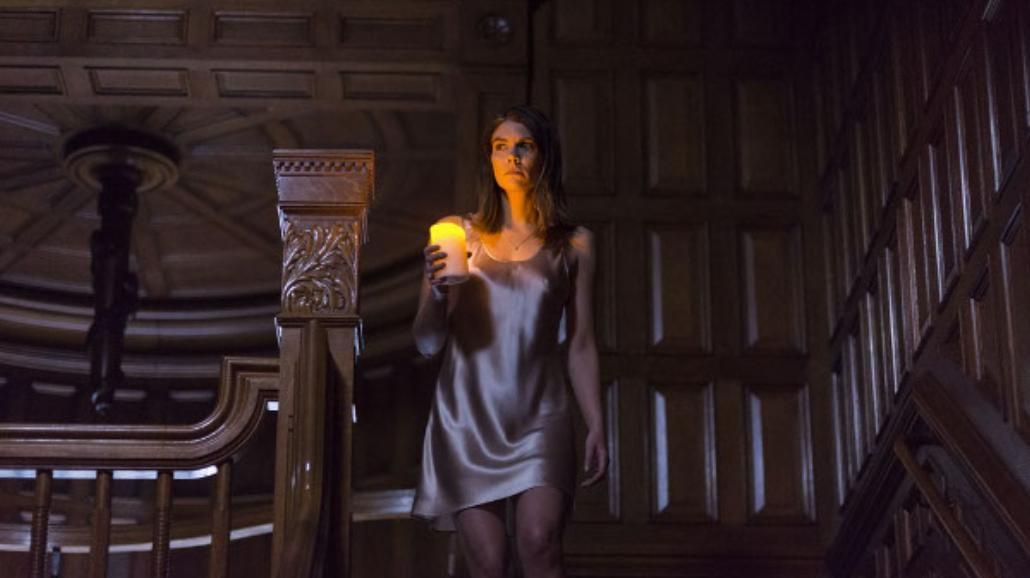 """Lauren Cohan na zdjęciach z klimatycznego horroru """"The Boy"""" [FOTO]"""