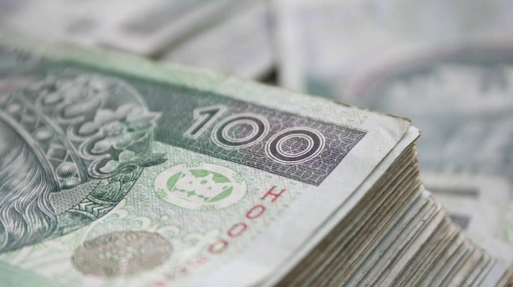 Na podwyÅźszenie pensji pracownikÃłw uczelni zostało przekazanych ponad 916 mln złotych.