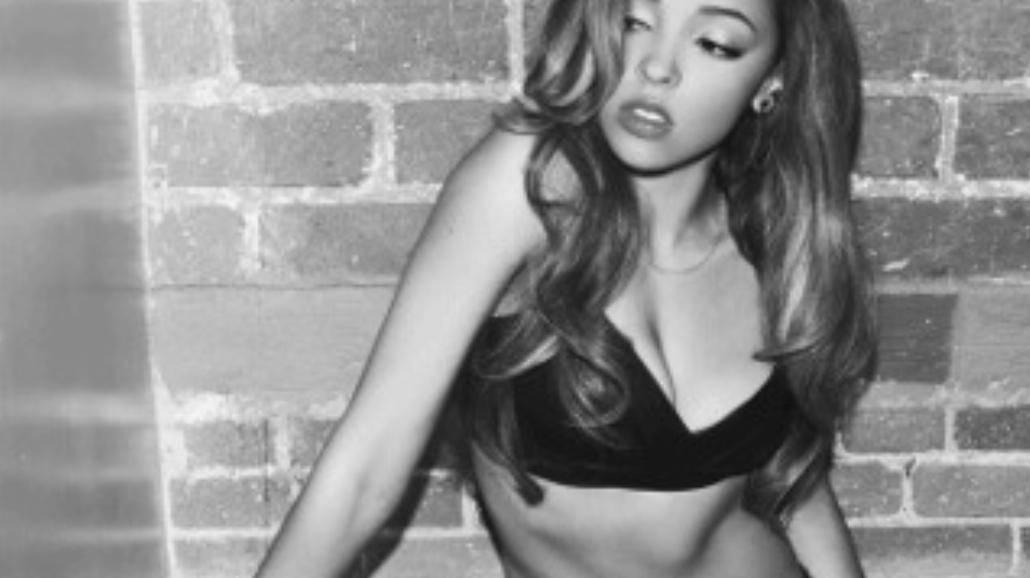 "Piękna Tinashe publikuje teledysk do singla ""Cold Sweat"""