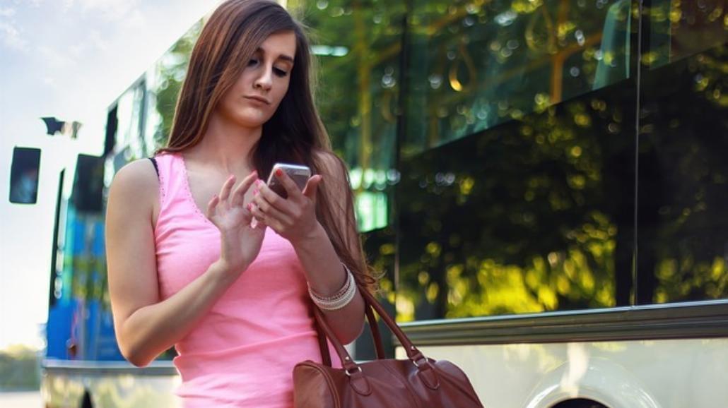 Na nasz smartfon zerkamy średnio co 10 minut. Jesteśmy niewolnikami urządzeń mobilnych?