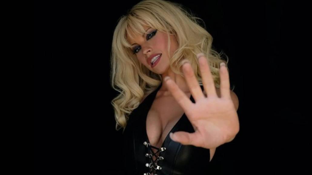 Lily James jako Pamela Anderson