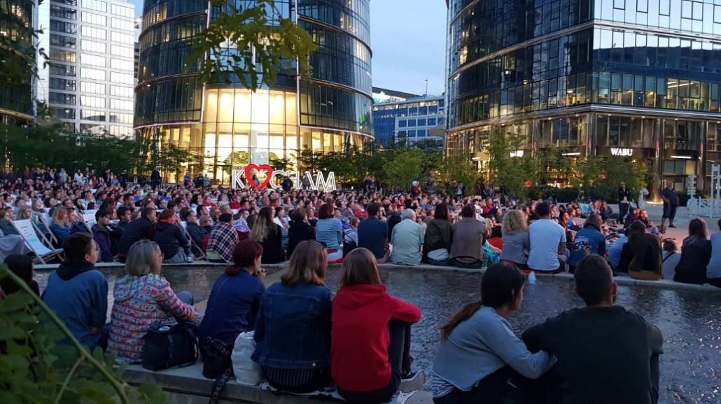 kino plenerowe na placu Europejskim