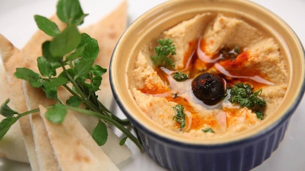 Hummus w misce