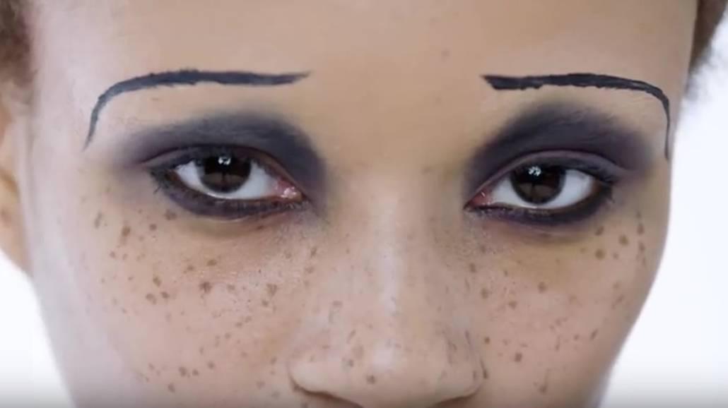 100 lat makijaÅźu oczy na krÃłtkim filmiku [WIDEO]