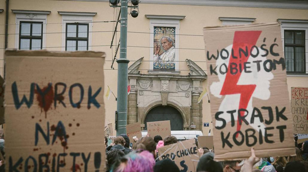 Moje ciało, moja sprawa! Trwają protesty kobiet w całej Polsce [DUŻO ZDJĘĆ]