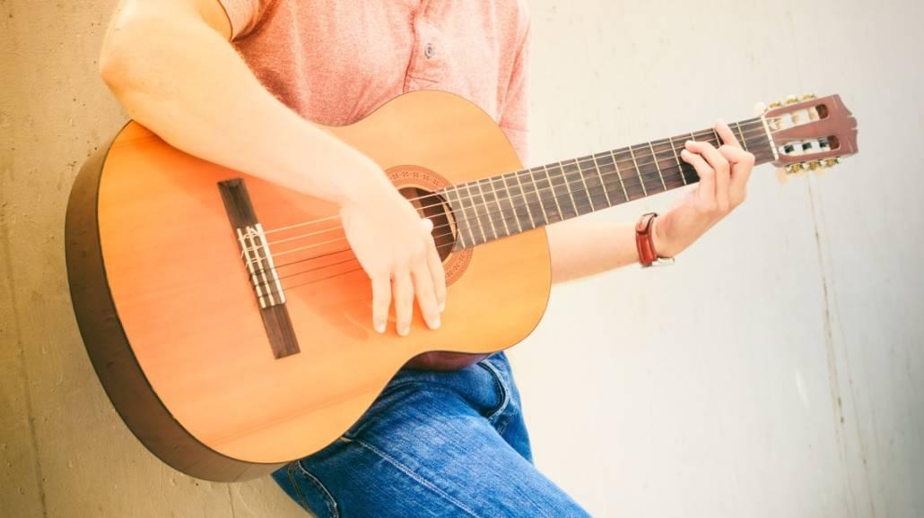 Gitara na studencką kieszeń