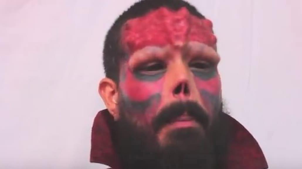 Amputował sobie nos, żeby wyglądać jak Red Skull! Przerażające nagranie [WIDEO]